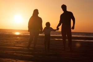 3901-happy-family-beach-sunset
